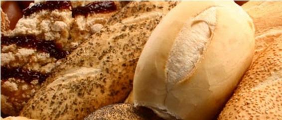 Imagem em close up. Vários tipos e tamanhos de pães.